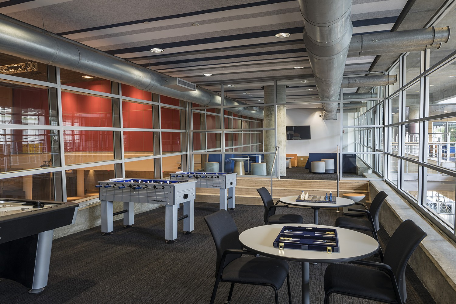 Spaces in Lerner Hall were reimagined to enhance community, adding a new computer lab, reservablemeeting spaces, and a multipurpose student lounge. (Photo: Andrew Rugge)